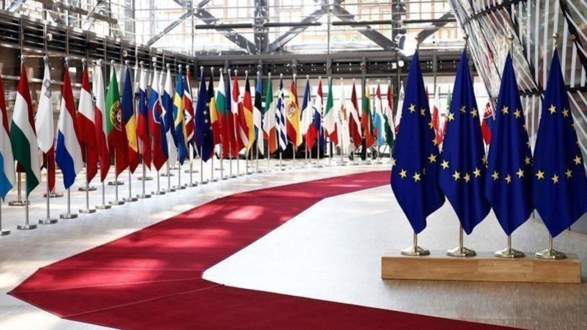 युरोपेली युनियनले कमजोर राष्ट्रहरुलाई १० करोड डोज काेभिड खोप दिँदै