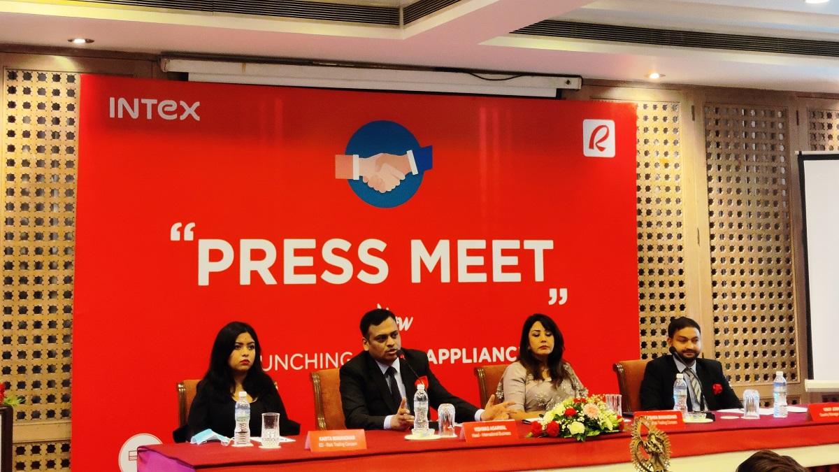 अभिनेत्री करिष्माले नेपाल भित्राइन इन्टेक्स ब्राण्ड